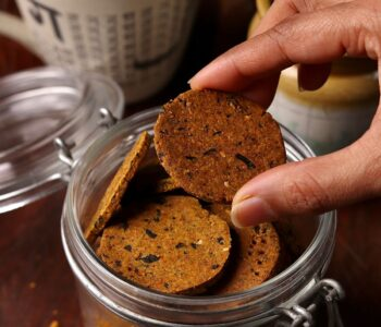 Baked Multi Grain Mathris / Crisps